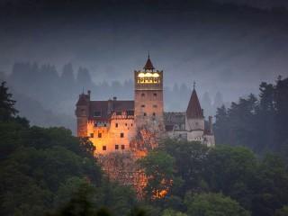 1b80cb7cf2ba3cb276af94def71ba5cd_bran_castle_01w[1]